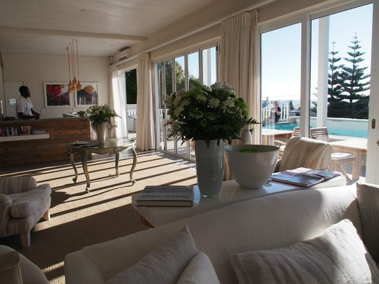 Sea Five Boutique Hotel : living room with bar