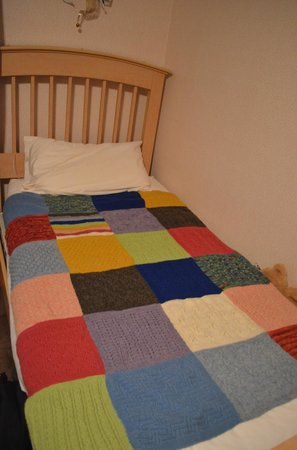 Bellemeade Farm Shoppe: My knitted blanket