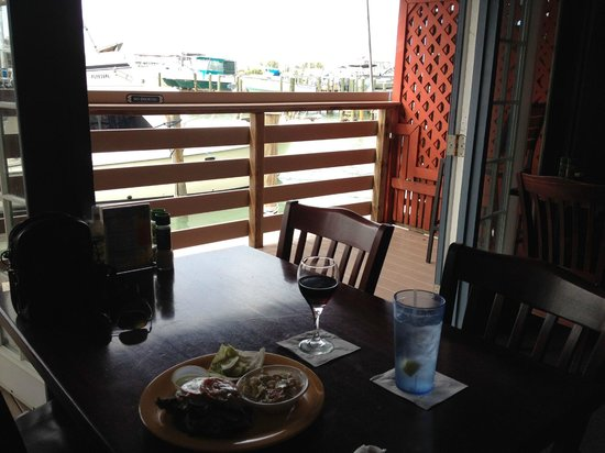 Sea Hag's Bar and Grill: Dine with a view of the marina on Boca Ciega Bay.
