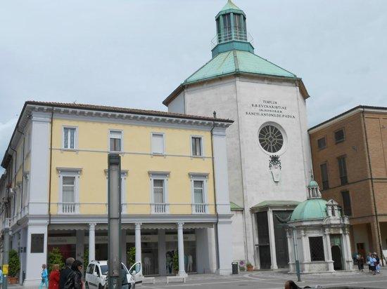 Rimini centro : piazza tre martiri