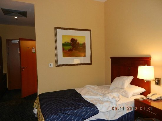 Courtyard by Marriott Warsaw Airport: Cosy bed