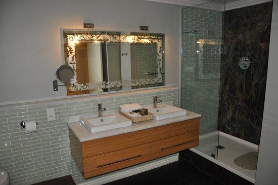 Cape Heritage Hotel: salle de bain côté douche...