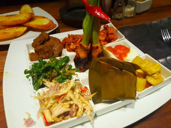 Sri Ratih Cottages: Indonesian Sharing Plate