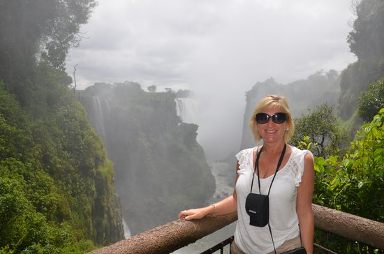 Mosi-oa-Tunya / Victoria Falls National Park: The missus!