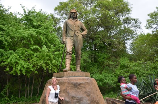 Mosi-oa-Tunya / Victoria Falls National Park: Livingstone's statue