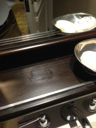 Mandarin Oriental, Washington DC: Stains on wood ledge in bathroom