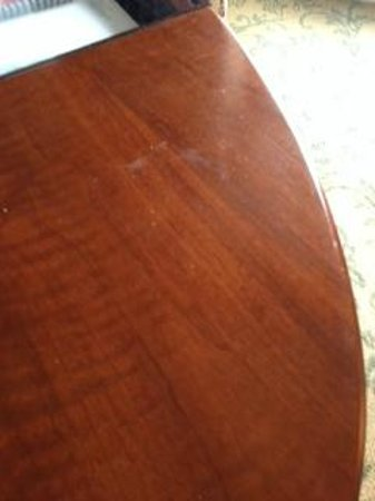 Mandarin Oriental, Washington DC : Marred furniture in room