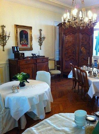 Saint-Pierre-Brouck, France : salle à manger