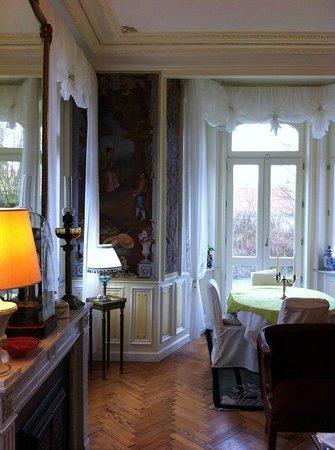Saint-Pierre-Brouck, France : salon