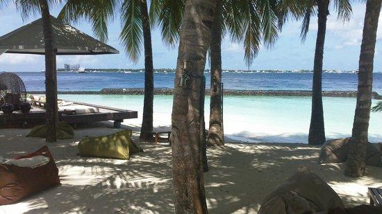 Kurumba Maldives : Vue sur l'île voisine