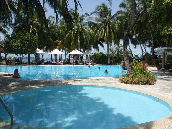 Kurumba Maldives: Belle piscine