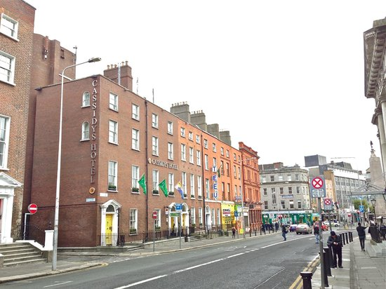 Cassidys Hotel: The hotel from Parnell Square East