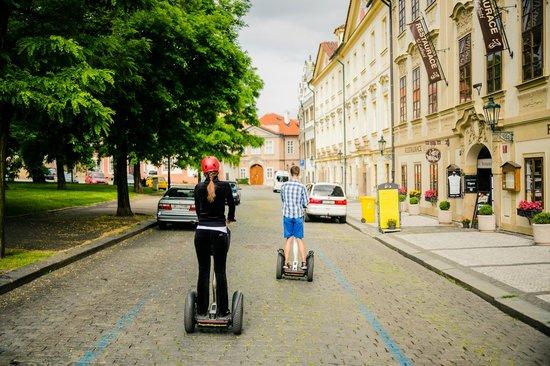 Prague On Segway, on E-Scooter, on Quad : По брусчатым улочкам Праги
