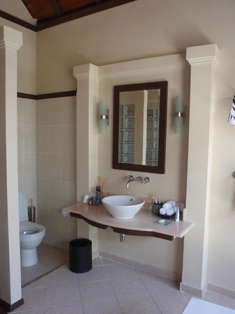 Kurumba Maldives : Magnifique salle de bains ouverte