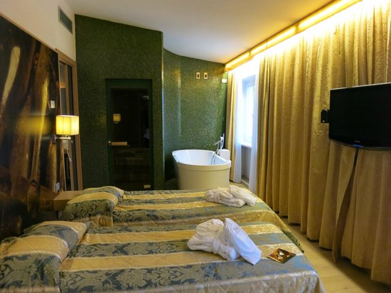 Hotel Aquila d'Oro: Loved the room - it had a separate seating lounge area