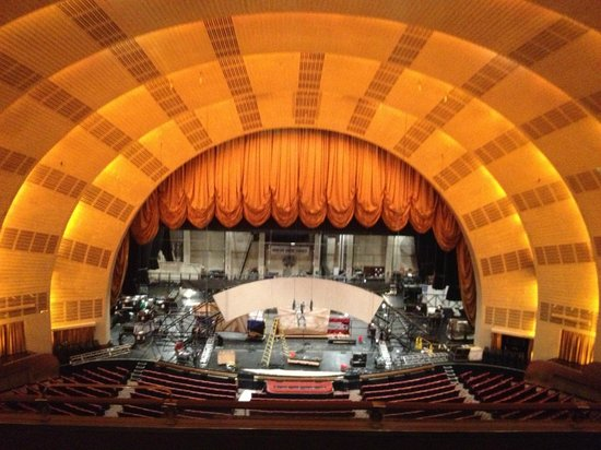 Radio City Music Hall Stage Door Tour : A stage like a sun . . .