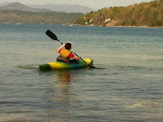 Devils Fork State Park: kayaking on lake Jocassee