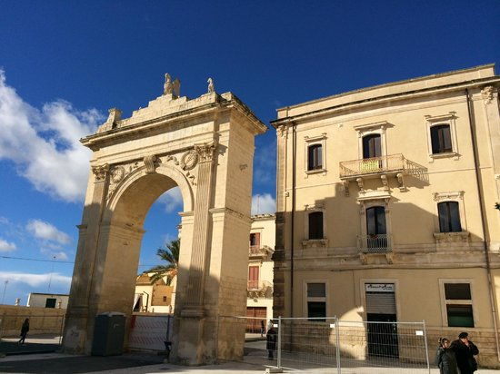 Late Baroque Towns of the Val di Noto : Porta Royale