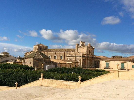 Late Baroque Towns of the Val di Noto : The view from the cathedral steps