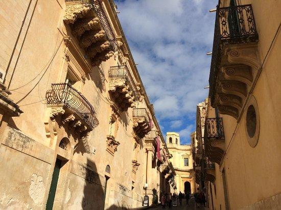 Late Baroque Towns of the Val di Noto : Palazzo Nicolacci