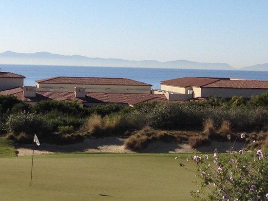 Terranea Resort : Golf course with Catalina Island in the Background