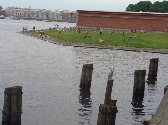 Peter and Paul Fortress (Petropavlovskaya Krepost): Fortezza è circondata d'acqua
