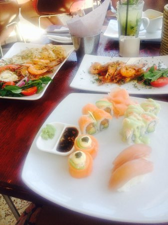 Mynt Cafe: Seafood Platter for 1and Sushi- great value and very tasty!