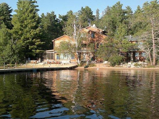 Elbow Lake Lodge: The Lodge