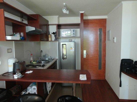 Apart Santa Lucia: Cozinha americana e entrada ao apto