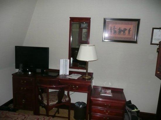Grange Fitzrovia Hotel: côté bureau/télé