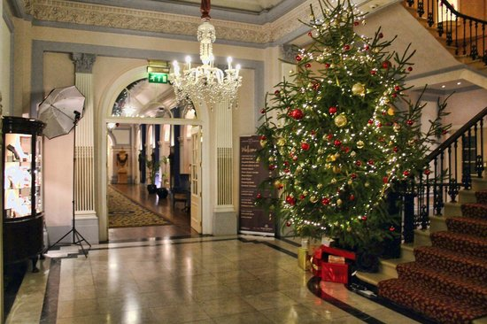 The Imperial Torquay: Festive Decorations