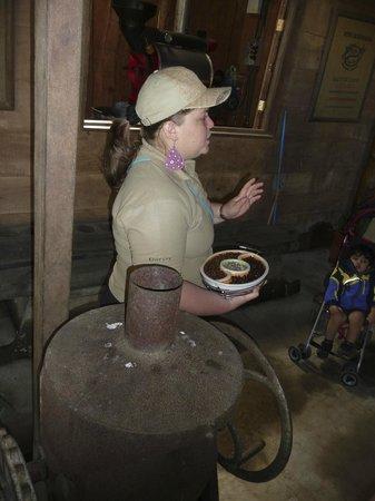 Don Juan Coffee Tour: Explaining coffee bean roasting methods