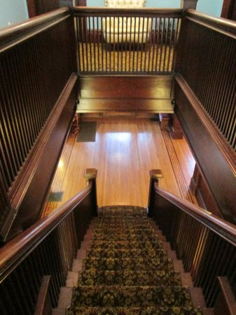 Evermore Guesthouse: Staircase