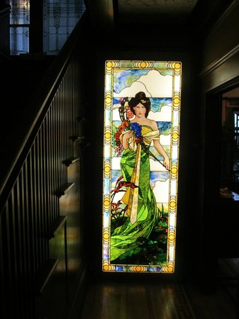 Evermore Guesthouse : Stained glass