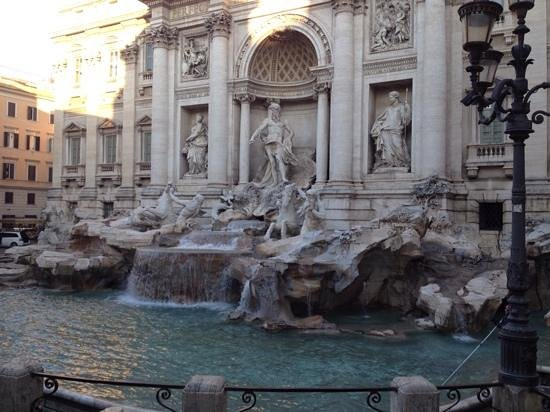 Relais Fontana Di Trevi: trevi fountain, early morning (before the tourist hoardes)!