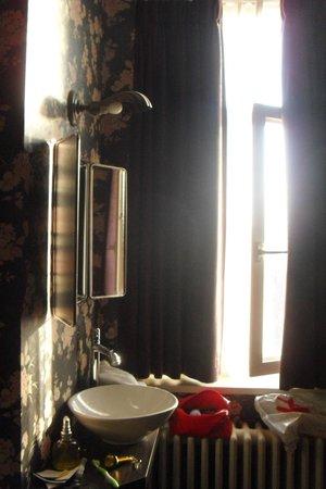 Hotel Le Berger : petit lavabo dans la chambre