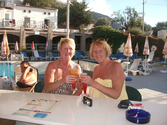 Ant Apart Otel: cocktail time at the pool