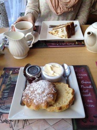 Mary's Rest Tearoom & Cafe: Tea and cakes