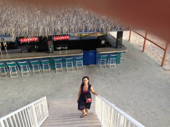 Wyndham Reef Resort : Going upstairs for breakfast, the bar in the background