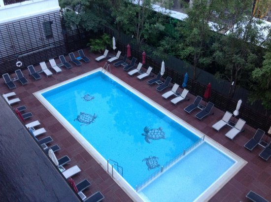 Ibis Pattaya: бассейн отеля, есть зона для малышей