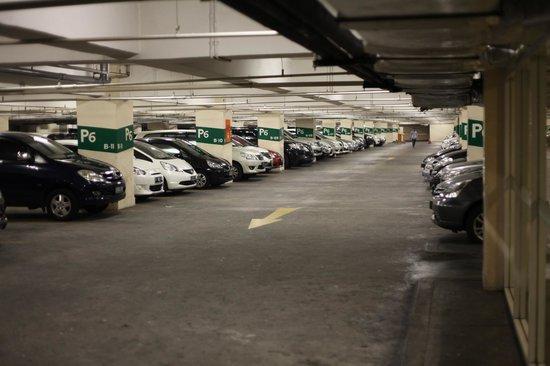 Crowne Plaza Semarang: the hotel parking