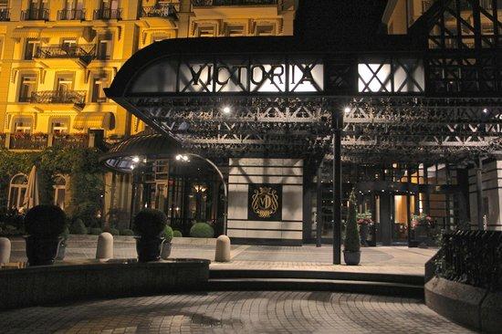 Victoria Jungfrau Grand Hotel & Spa: A night shot