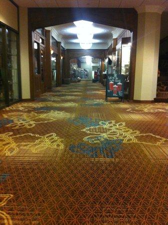 Kahler Grand Hotel: Hallway in shops area