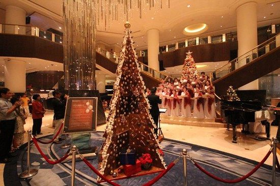 InterContinental Kuala Lumpur : Evening carol singing at hotel lobby