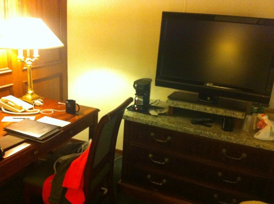 Kahler Grand Hotel : Desk area in room