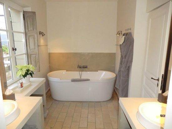 Coquillade Village: salle de bain