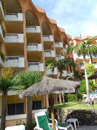 Hotel Puerto Palace : L'hôtel côté piscine