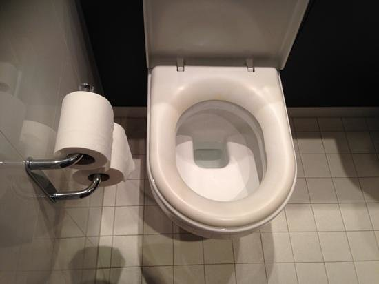 Village Hotel Farnborough: The worst positioned toilet roll holder ever