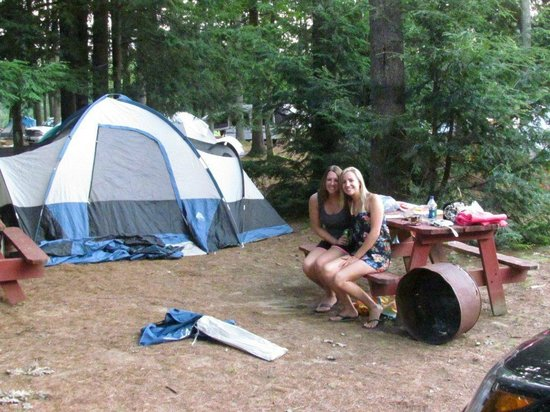Old Orchard Beach Campground : Smiles all around in the tenting area
