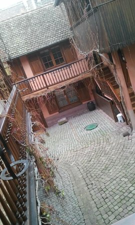 Hotel de l'Ange : cours extérieur